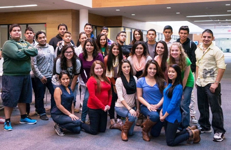 Latino students in Comadre y Compadre Program